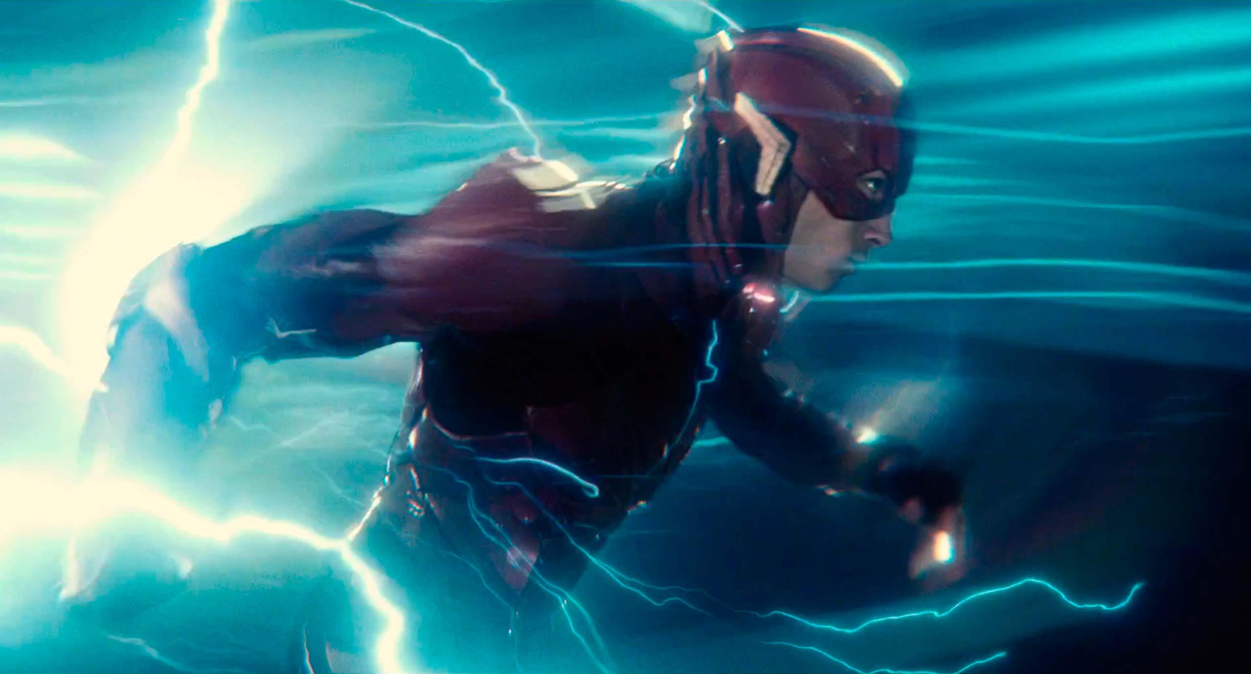 Ezra Miller como Flash en la Liga de la Justicia // Elmulticine.com