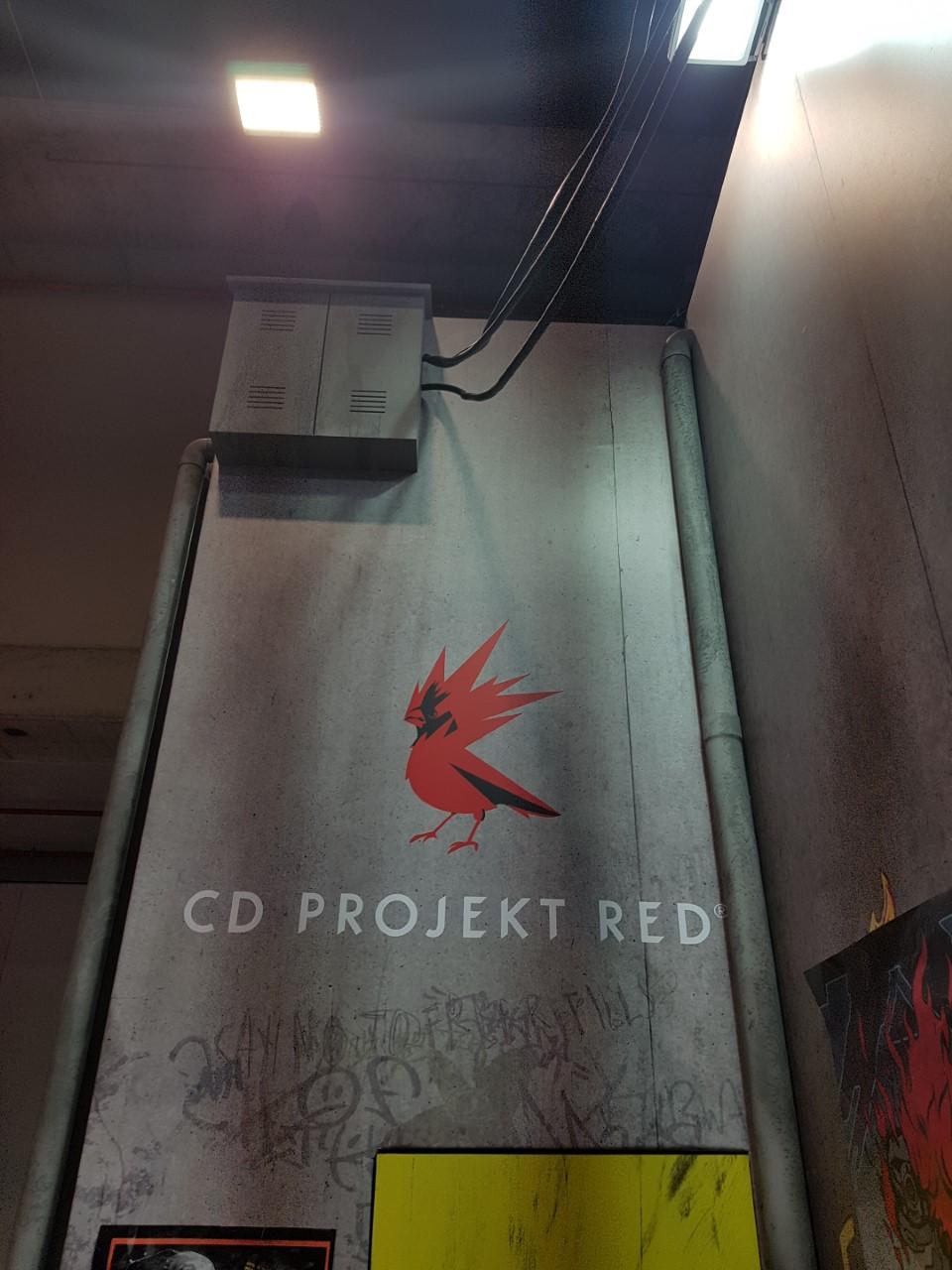 Así lucía la entrada del Stand de Cyberpunk 2077 - Cyberpunk 2077 gameplay