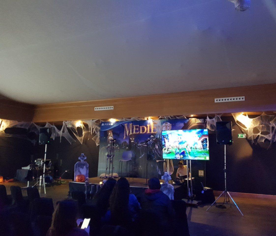 Así lucía el escenario y la sala que había preparado PlayStation para nosotros.